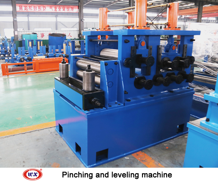 Pinching and leveling machine