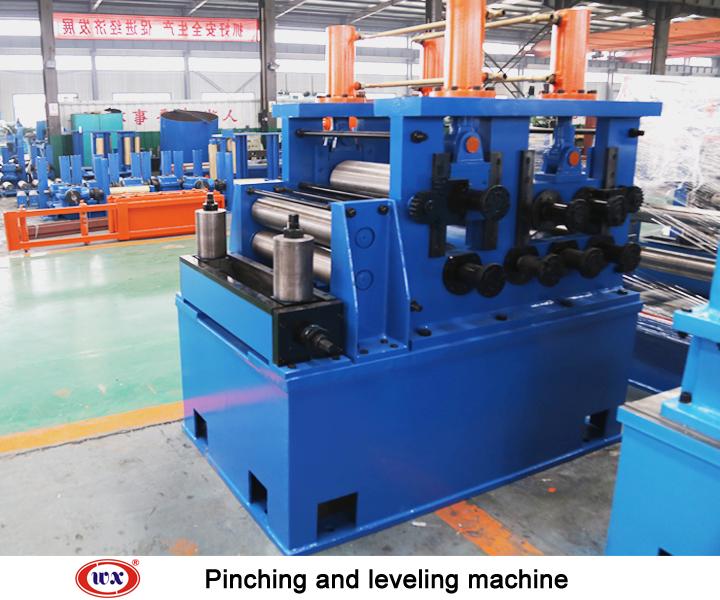 Pinching and leveling machine